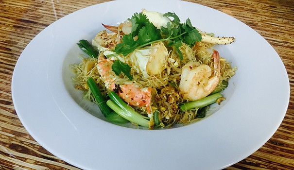 Curry noodles with shrimp and crab (Photo by Frank Sabatini Jr.)