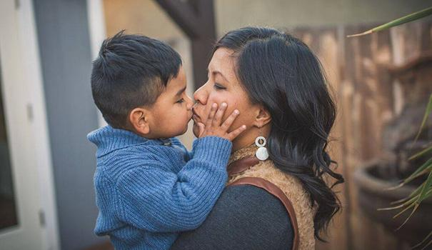 Jaxon gives his mom Lani Barnes a kiss.